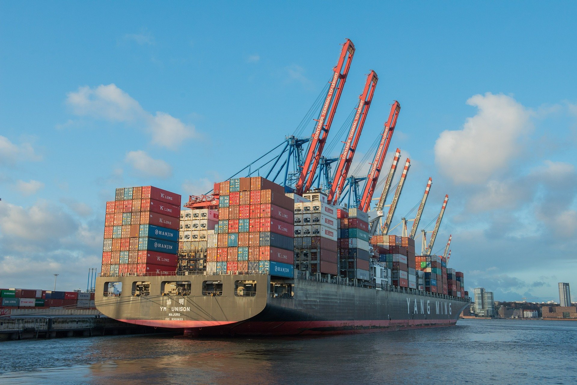 Tierra o mar: freight forwarders digitales vs. navieras digitales